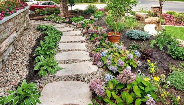 12-Ways-to-Make-Your-Clients-Backyard-Seem-Bigger-2.jpg